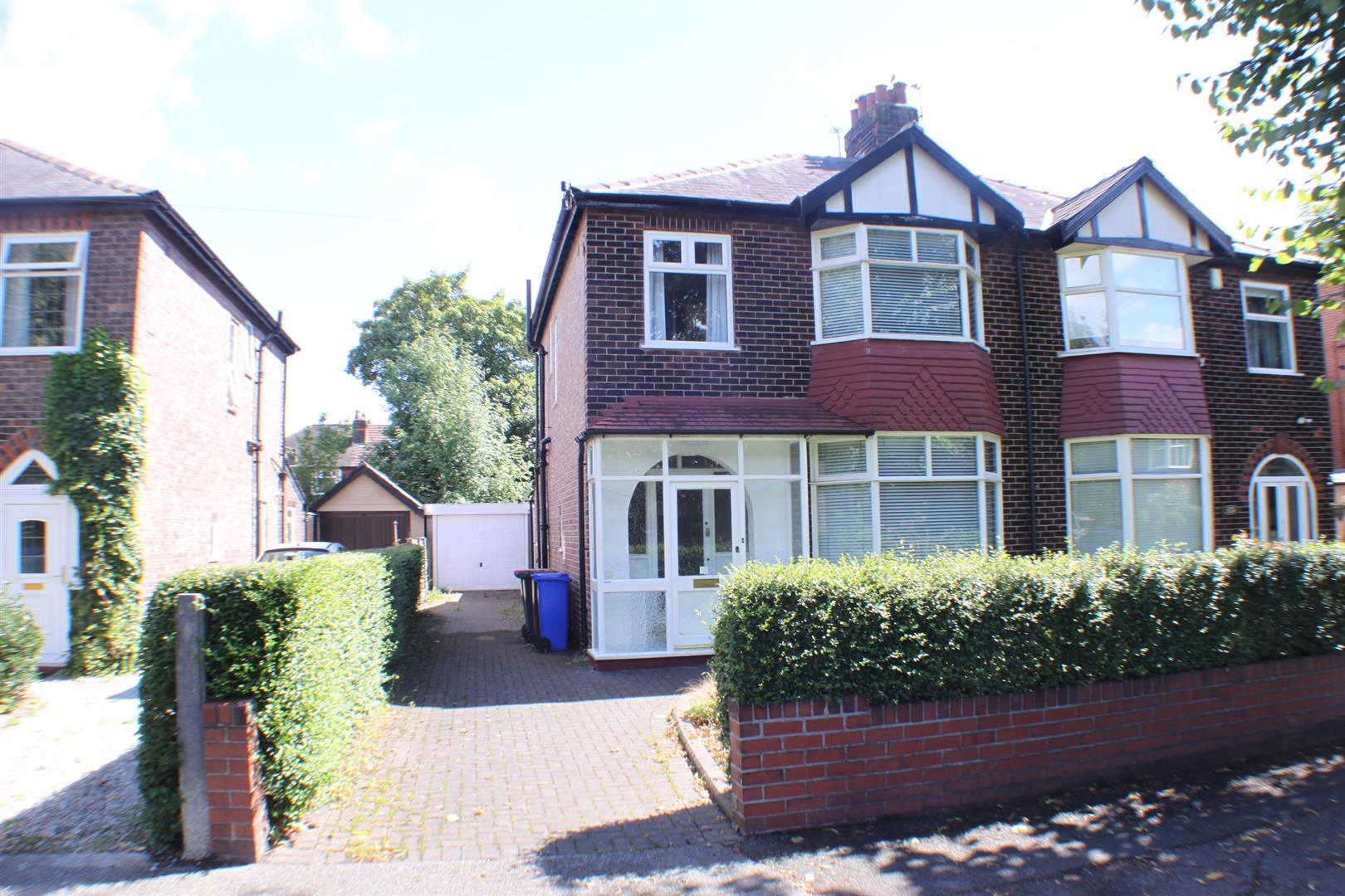 3 Bedrooms Semi Detached House for sale in Park Road, Salford